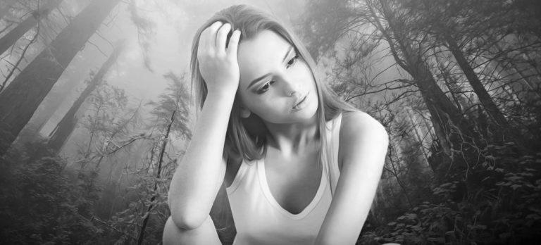 女性 嫉妬 不安 頭痛