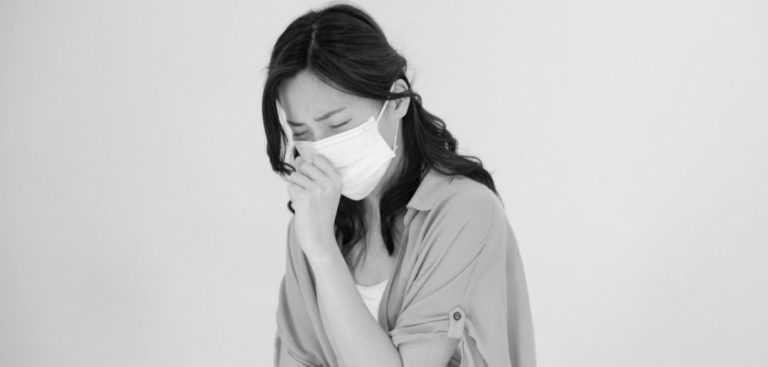 女性 風邪 マスク 咳