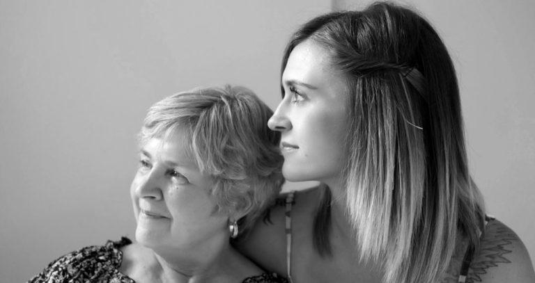 家族 親子 女性 介護