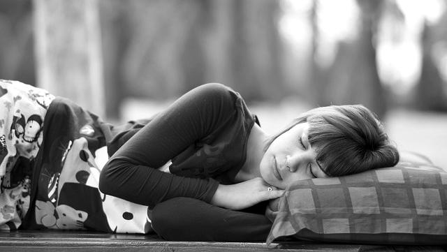 女性 寝る 睡眠