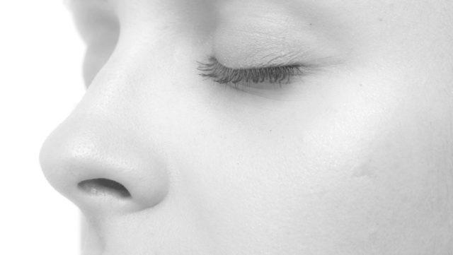 女性の鼻 ニキビ