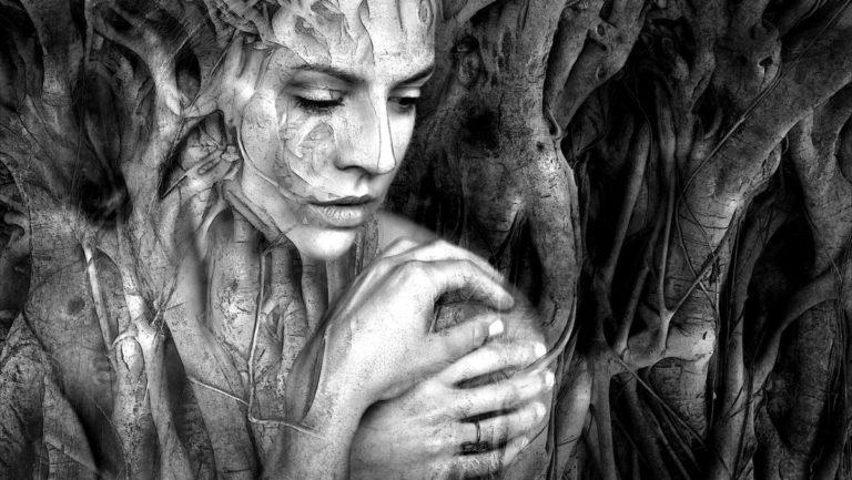 女性 神秘 ファンタジー 憑依 幽霊 悪霊
