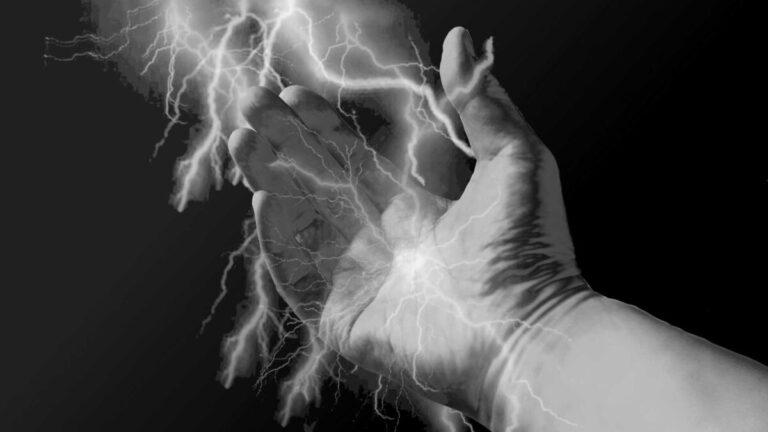 右手 エネルギー パワー 力 気功 しびれる