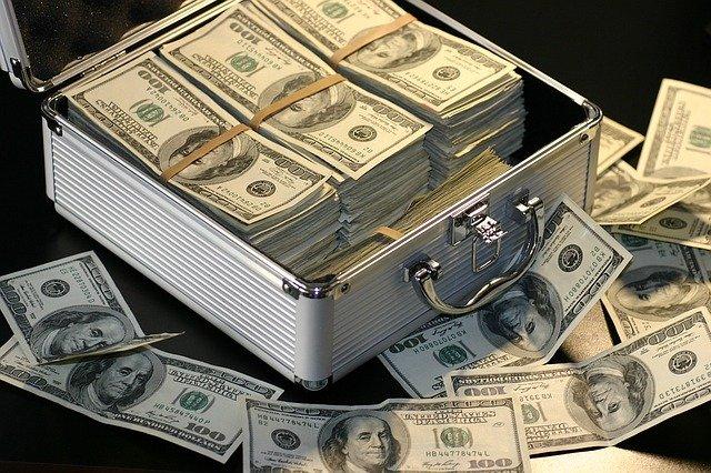 アタッシュケースに入ったお金 ドル 札束 財産